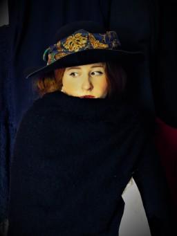 Femme au chapeau et boa de plumes- Klimt.jpg